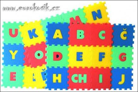 Pěnový koberec písmena