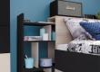 Výsuvný regál za postelí