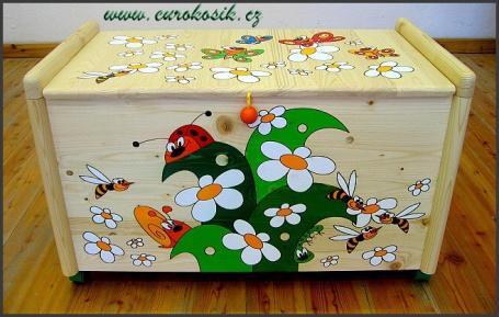 Dřevěný truhla na hračky Louka